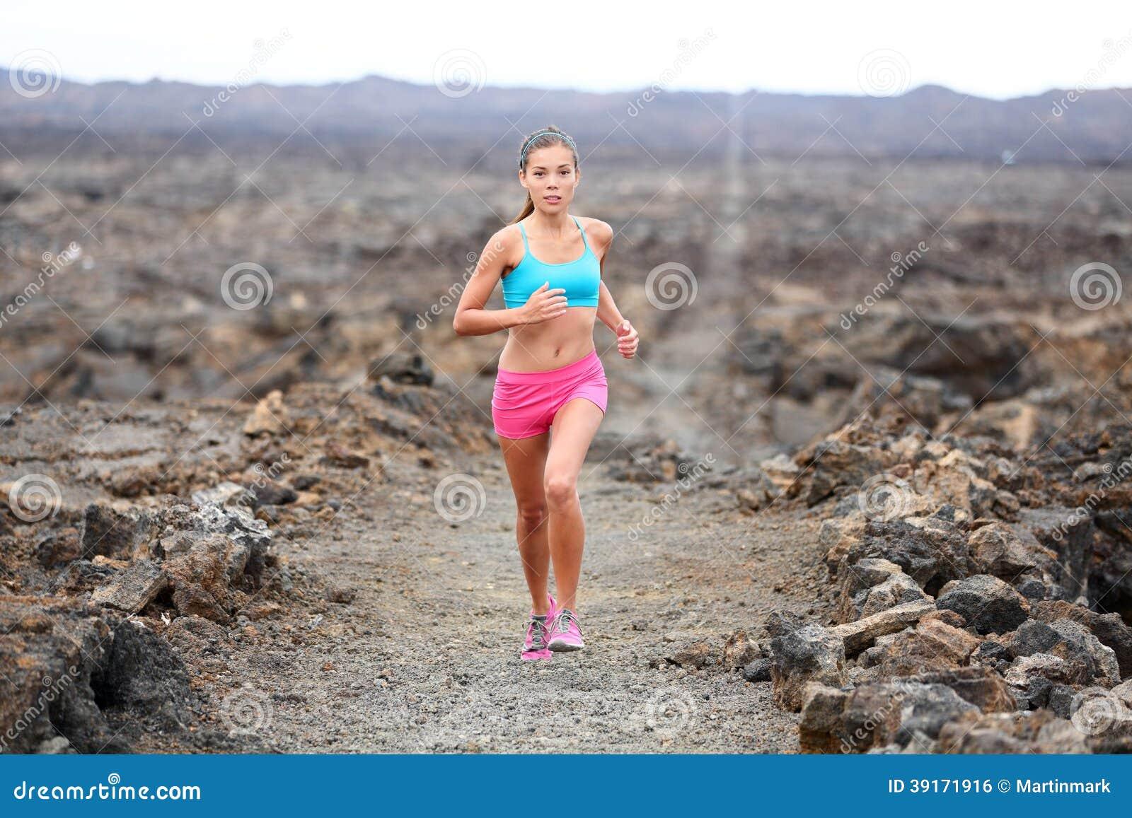 Funzionamento della traccia del triathlete della donna del corridore