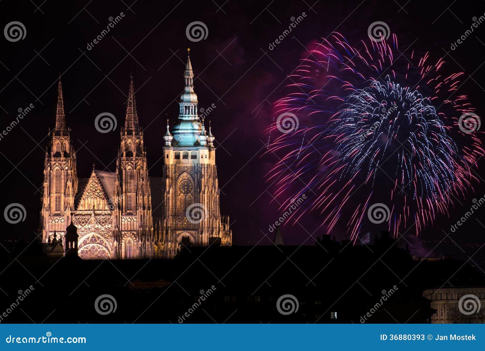 Download Fuochi D'artificio Del Castello Di Praga Immagine Stock - Immagine di religione, corridoio: 36880393