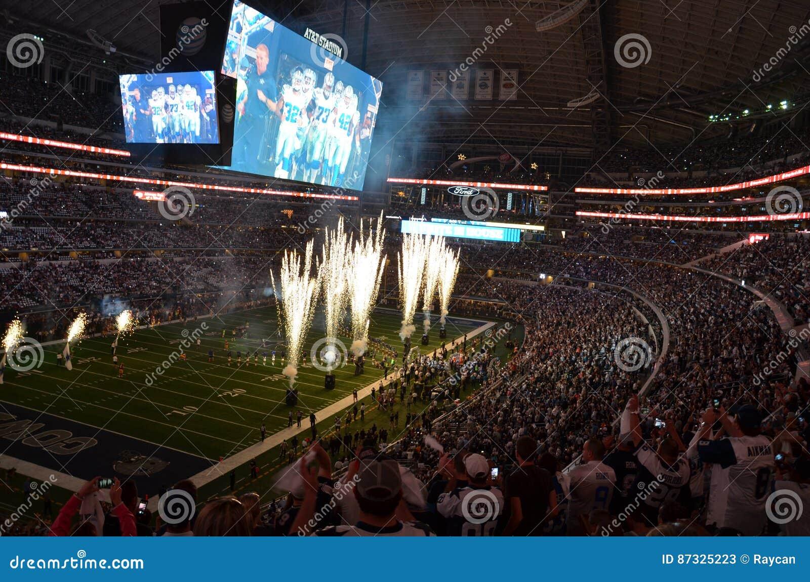 Fuochi d artificio dello stadio di football americano