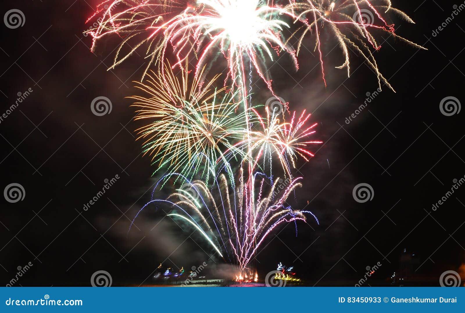 Fuochi d artificio di Chicago al pilastro della marina per accogliere favorevolmente 2017