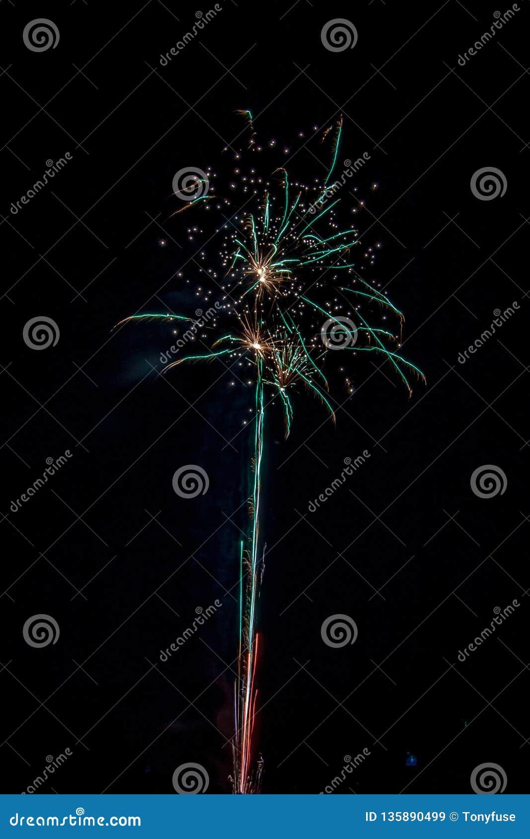 Fuochi d artificio festivi popolati