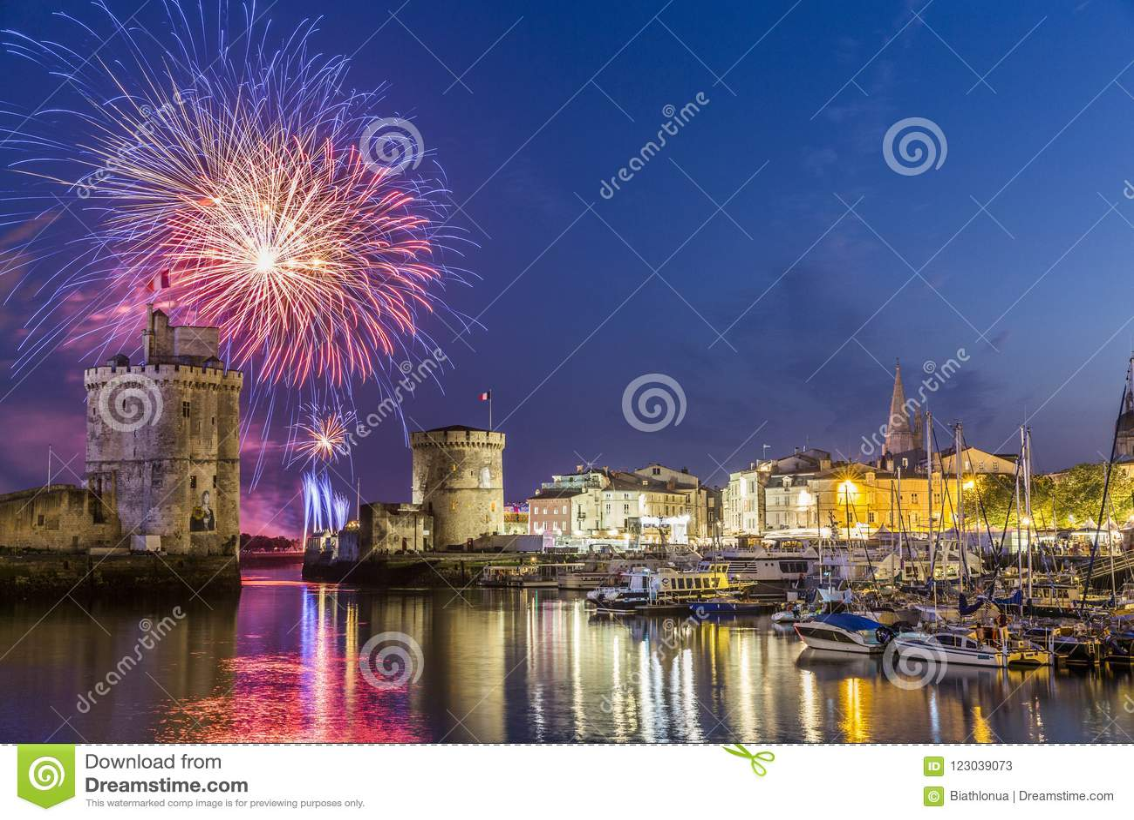 Fuochi d artificio a La Rochelle durante la festa nazionale francese