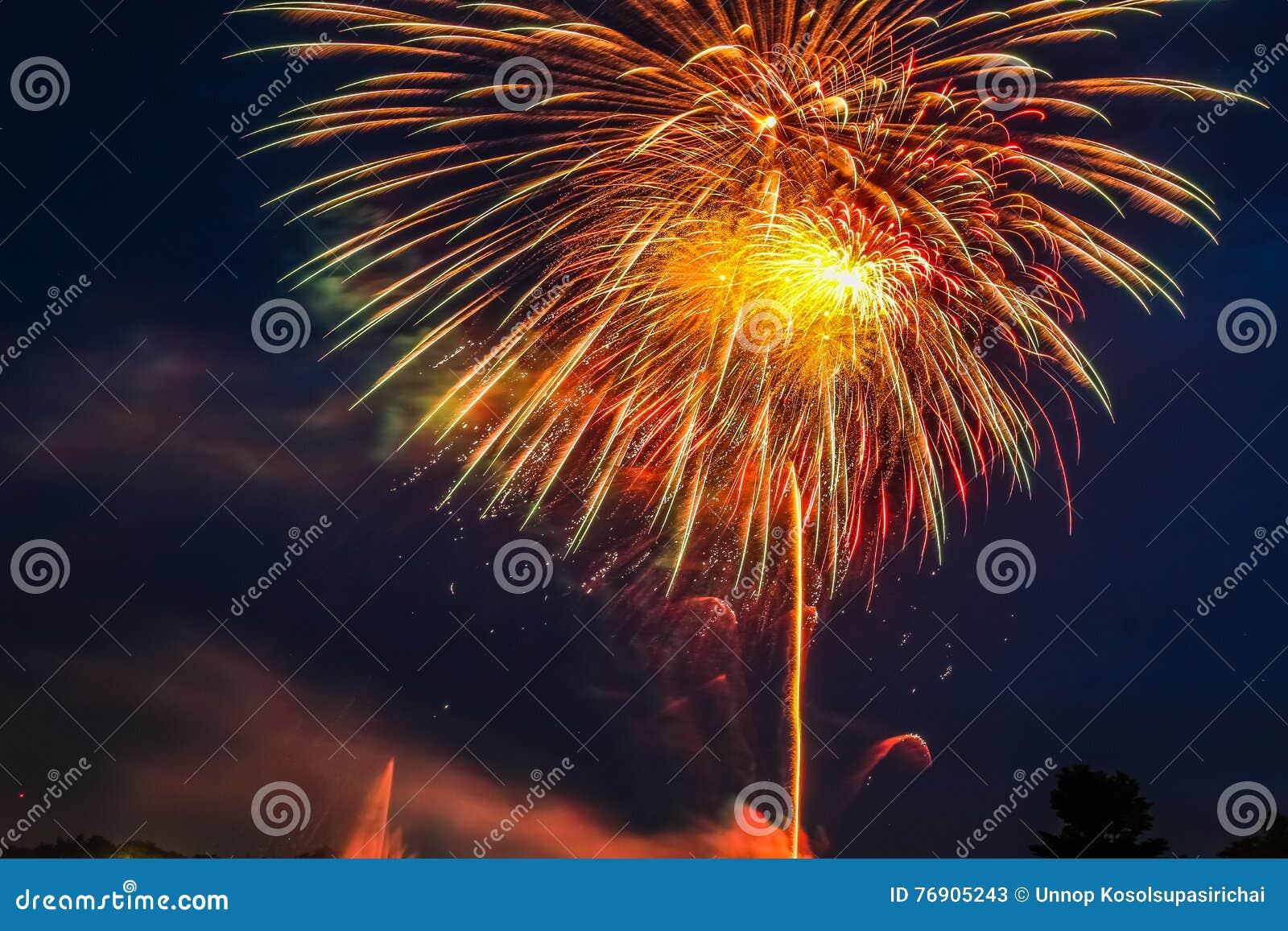 Fuochi d artificio a Suanluang Rama IX, è il parco pubblico