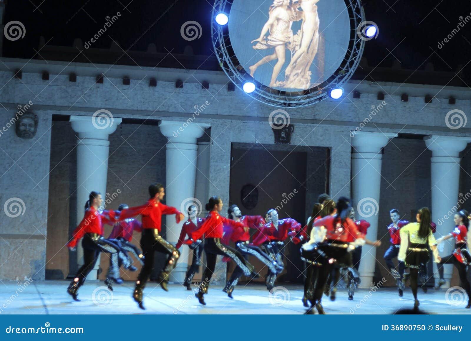 Download Fuochi Dell'Anatolia. Prestazione Nell'anfiteatro Dell'Anatolia. Immagine Editoriale - Immagine di turco, people: 36890750