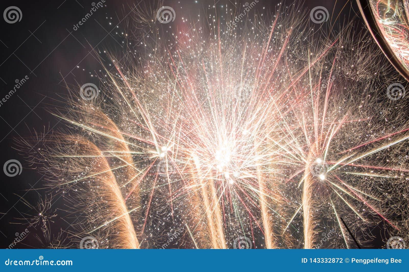 Fuoco d artificio fantastico