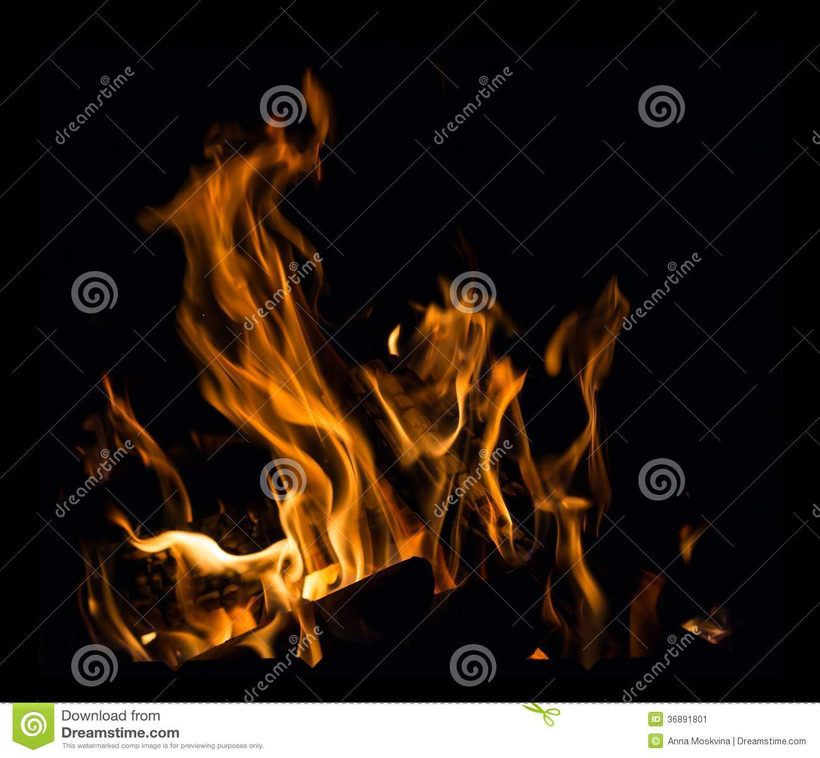 Download Fuoco in un camino immagine stock. Immagine di carbone - 36891801