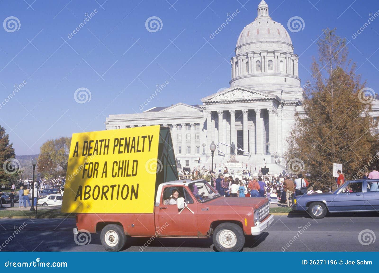 Furgoneta con la muestra del anti-abortion
