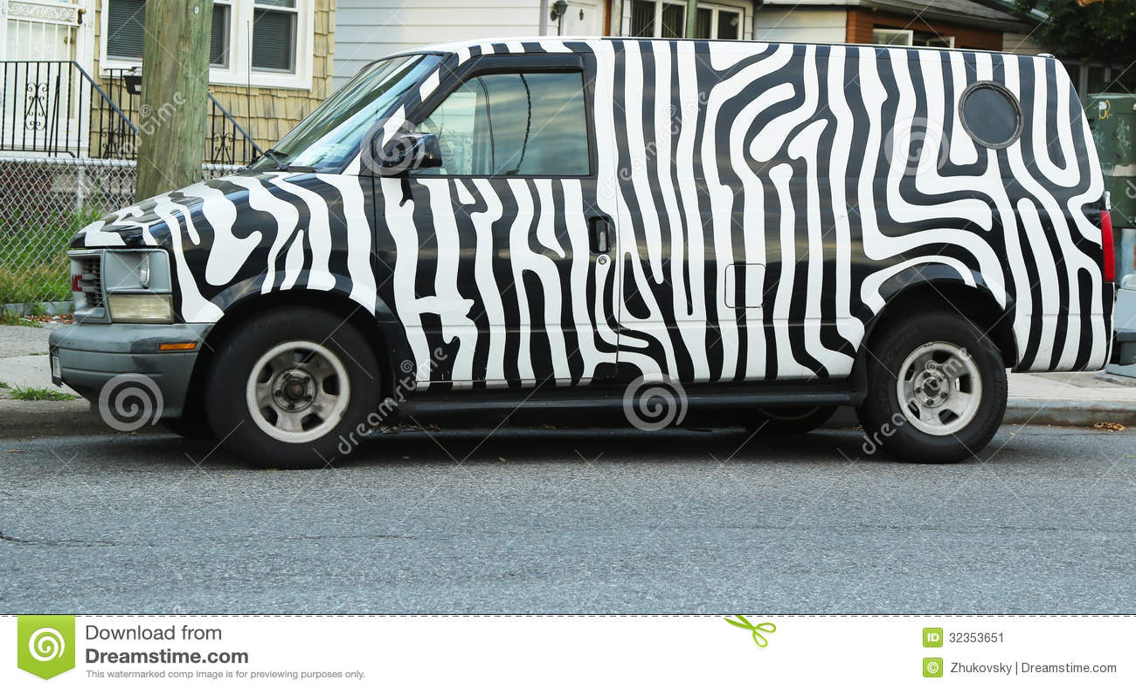 Furgoneta pintada cebra del safari de gmc foto editorial imagen 32353651