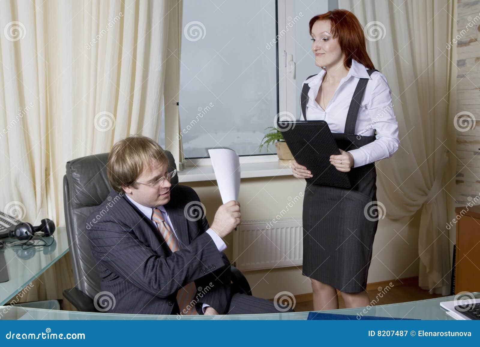 Секретарша дала своему боссу в офисе 7 фотография