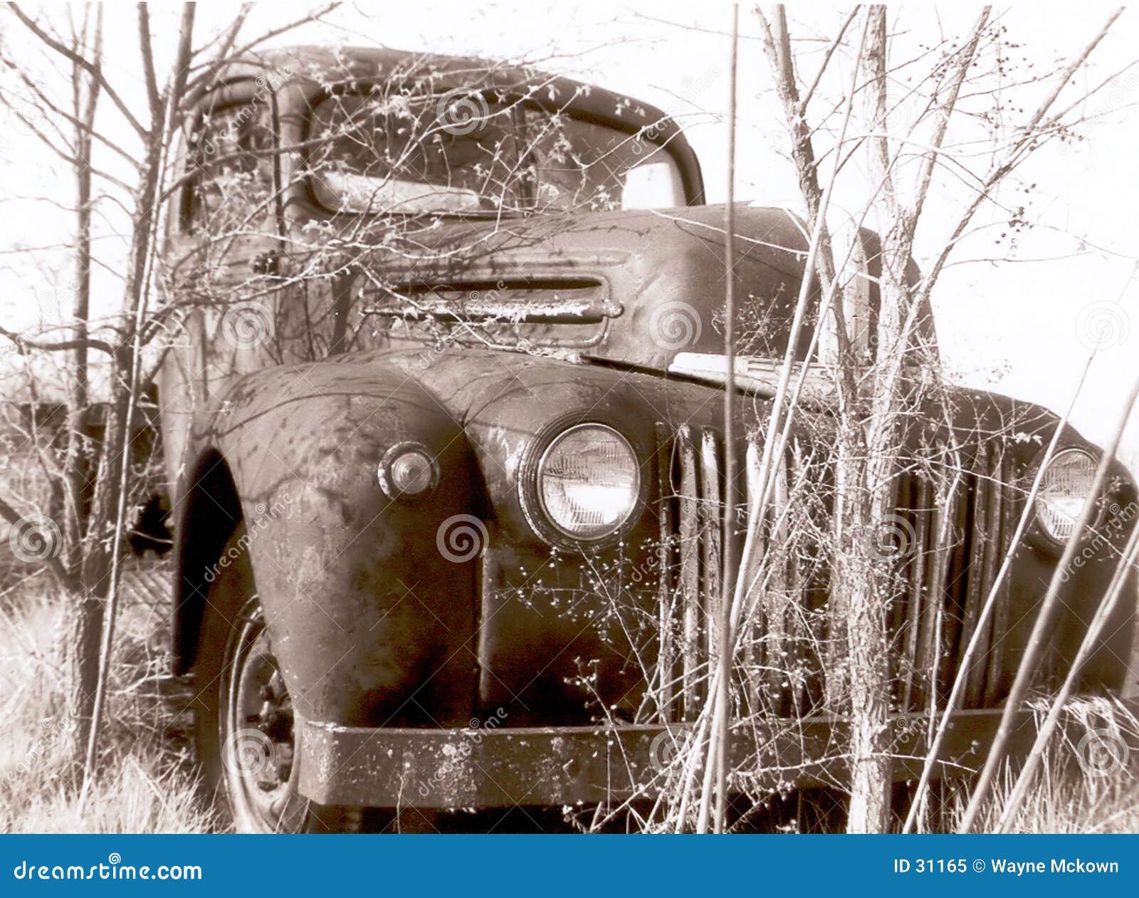 Download Furt 47 stockbild. Bild von fahrzeug, weiß, transport, ruiniert - 31165