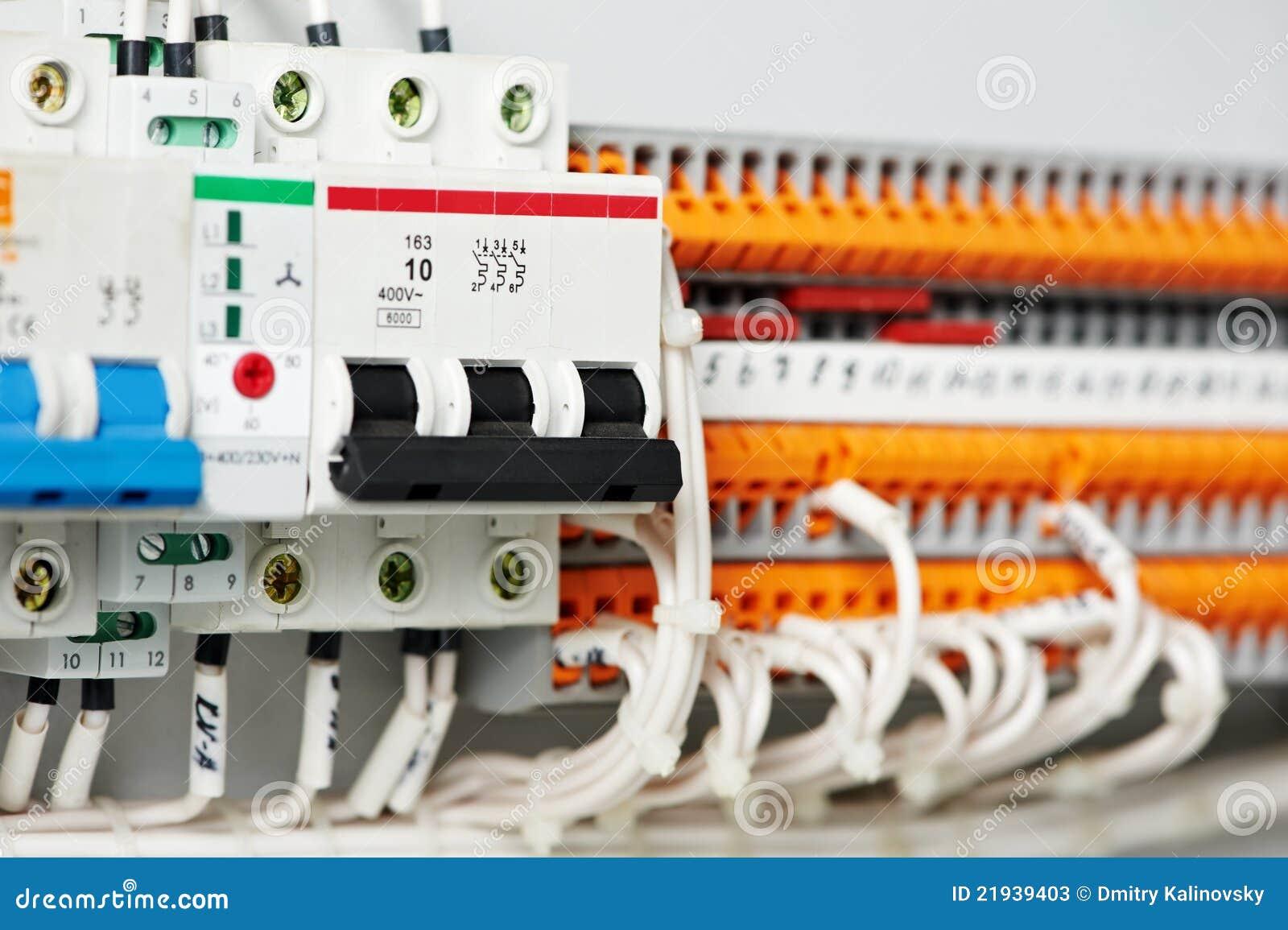 Fuseboxes e interruptores eléctricos de las líneas eléctricas