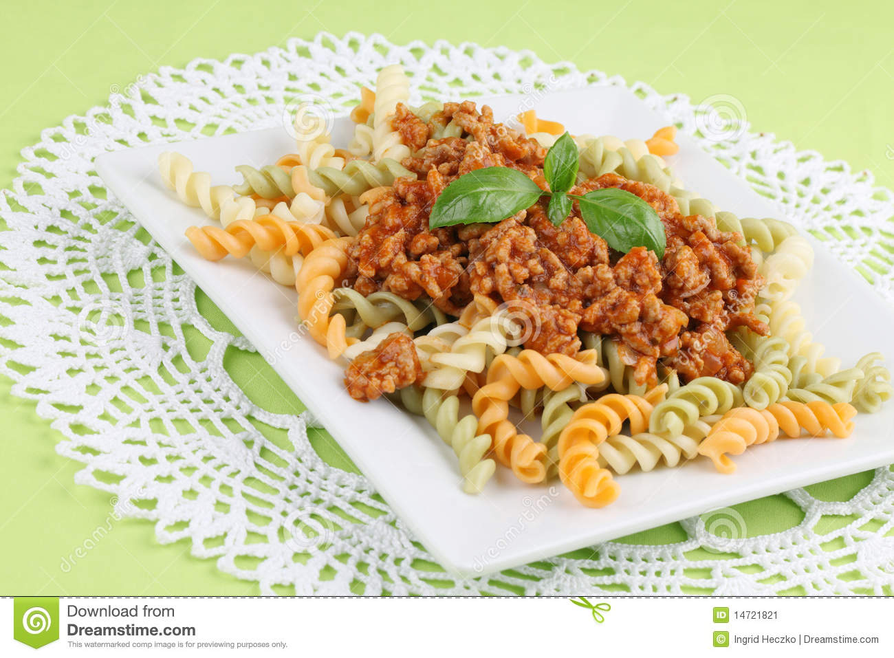 how to cook minced meat with tomato sauce