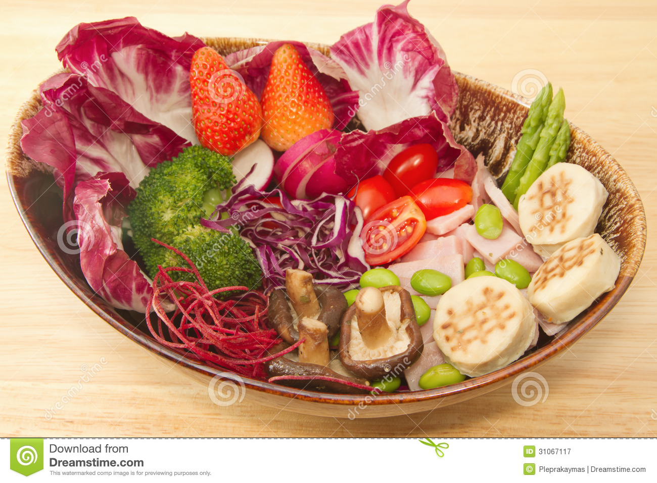 Fusion food,vegetable salad,ham and mushrooms.