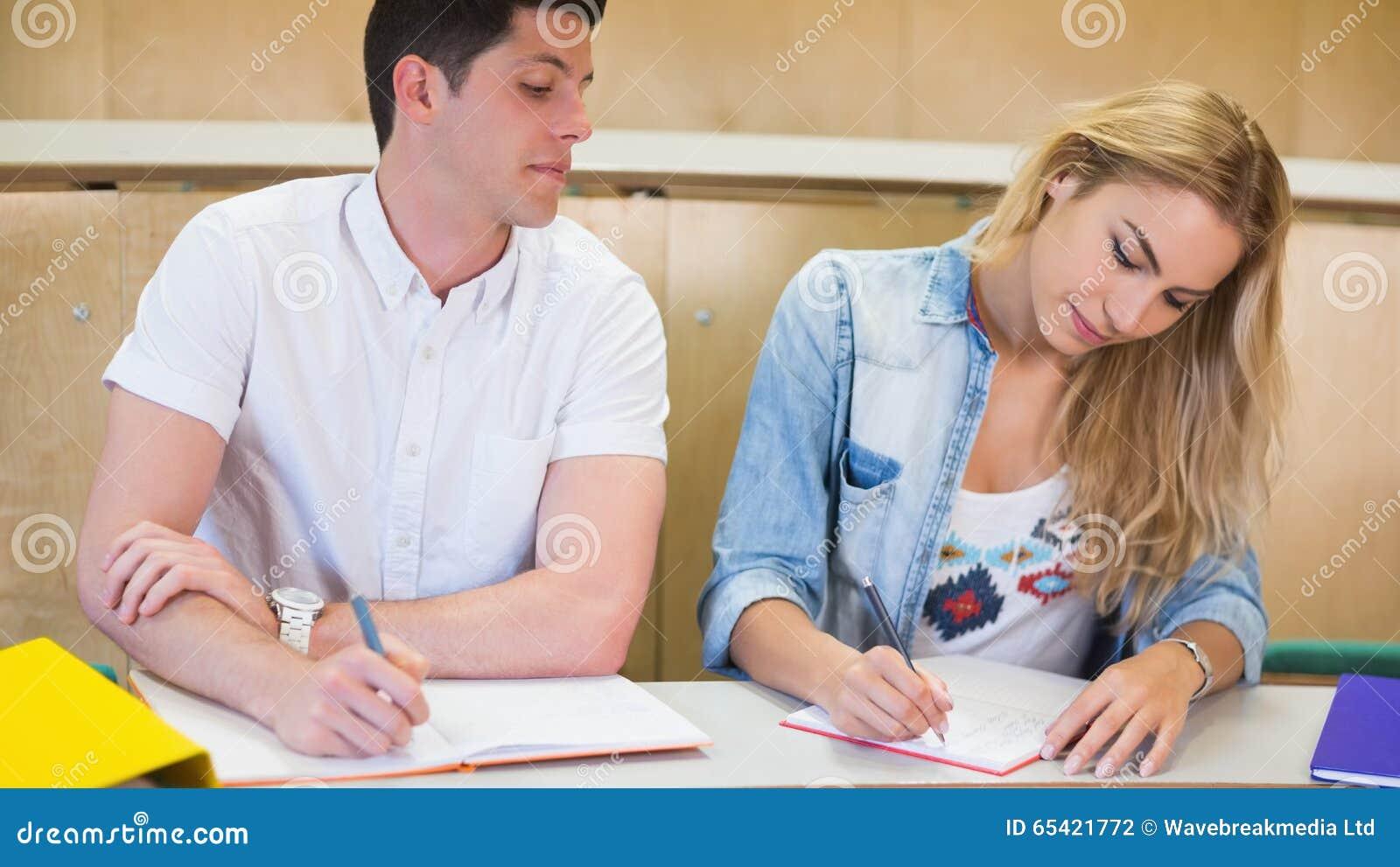 Fusk för manlig student på hans klasskompis
