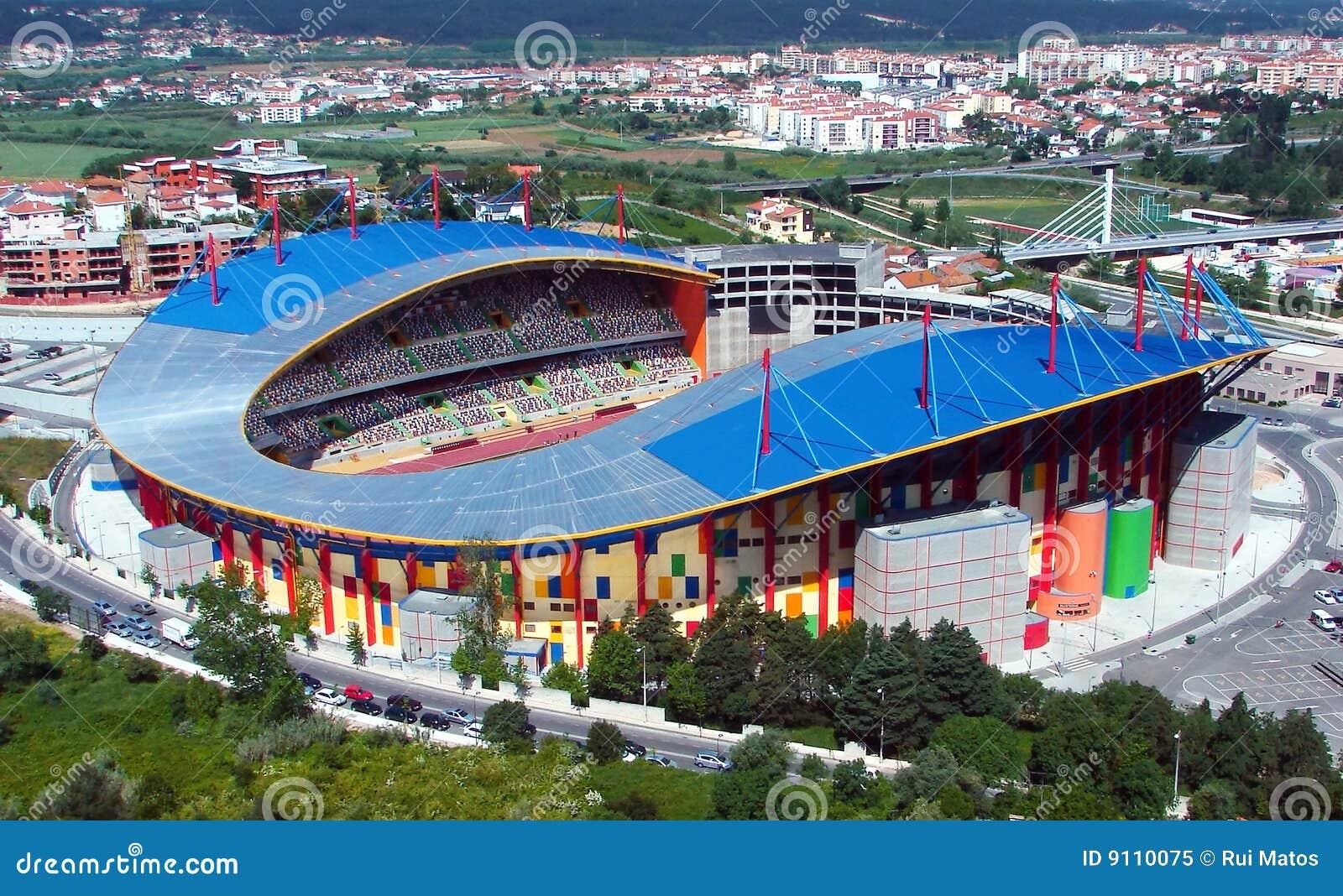 Futbolowy nowożytny stadium