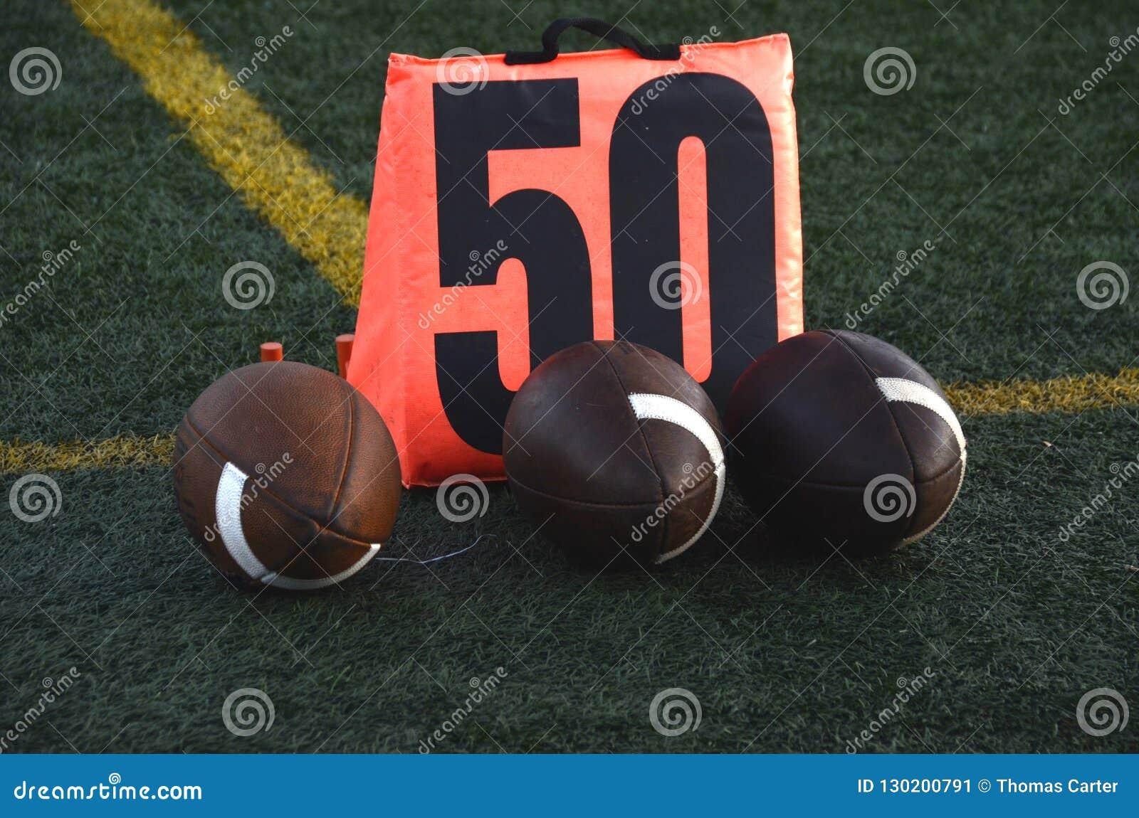 Futebóis na linha de jardas 50