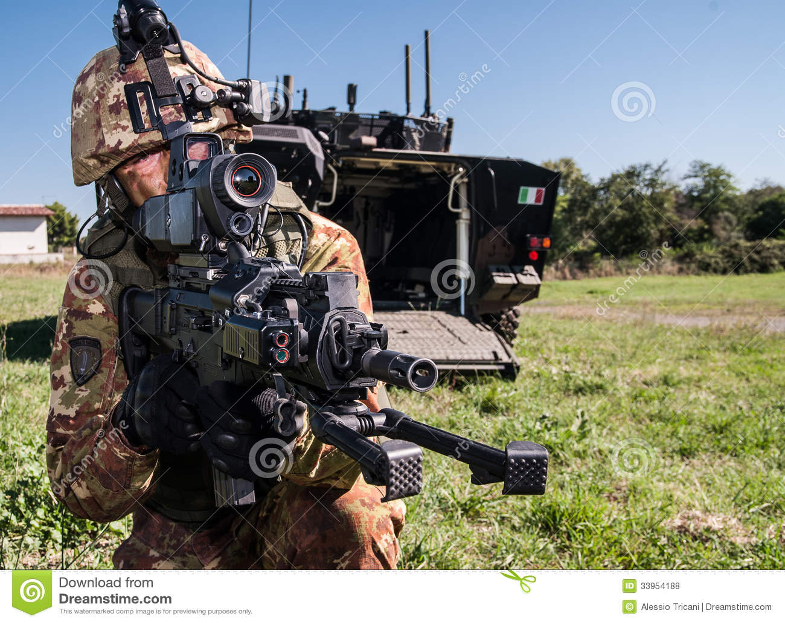 futur projet italien de soldat photo stock ditorial image du binoche italien 33954188. Black Bedroom Furniture Sets. Home Design Ideas
