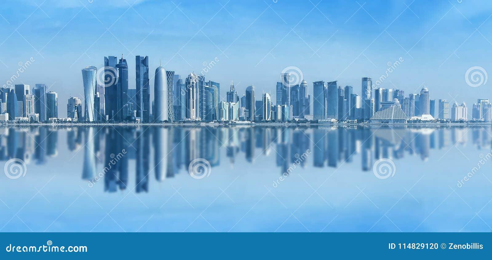 Futurystyczna miastowa linia horyzontu Doha, Katar Doha jest kapitałowym i wielkim miastem państwo arabskie Katar Panoramiczny kr