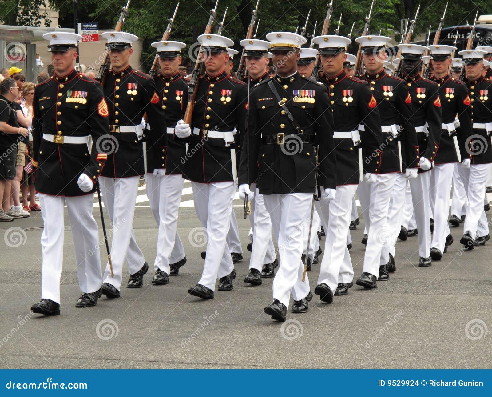Fuzileiros navais de marcha