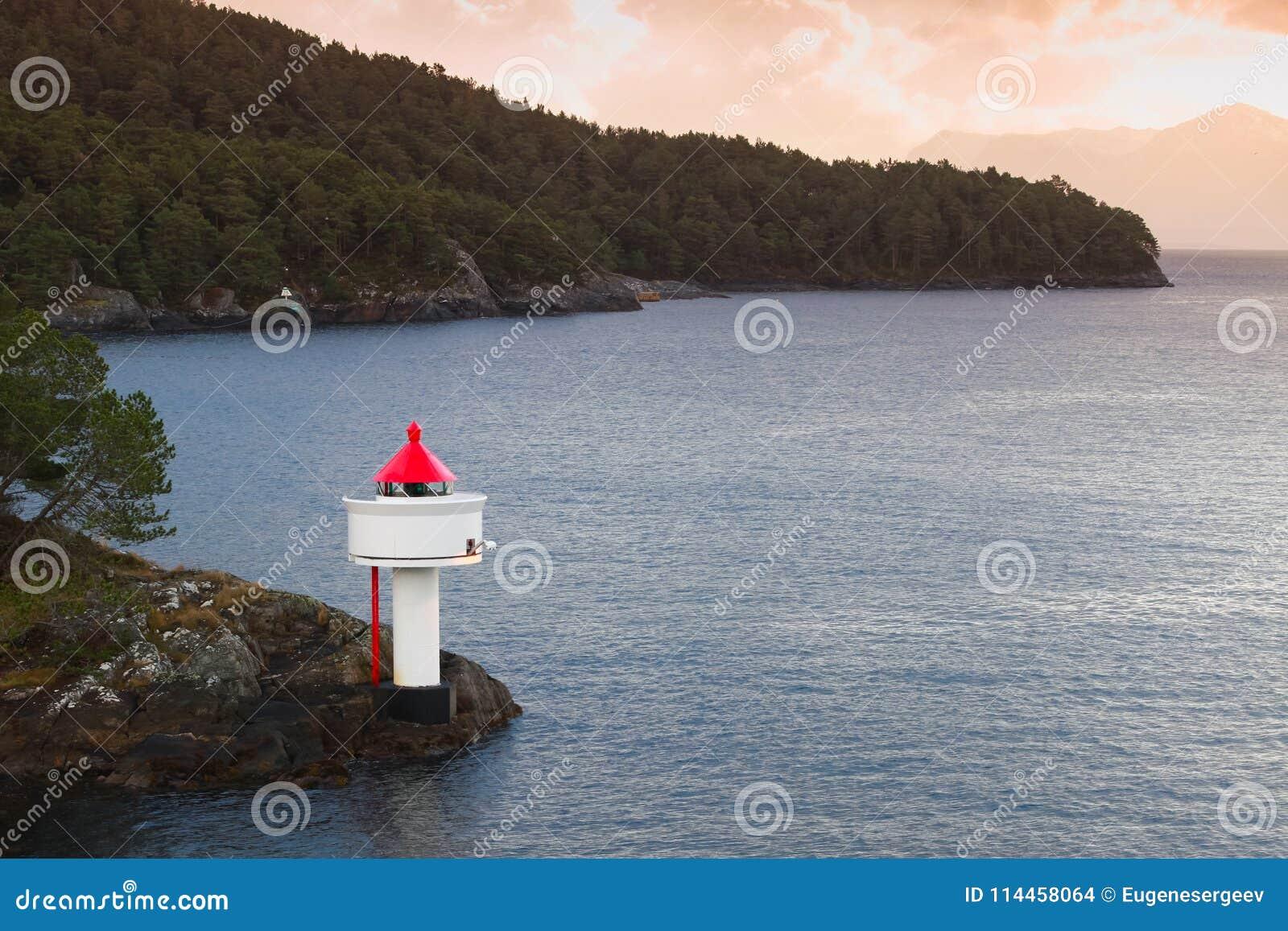 Fyr på kusten av det norska havet