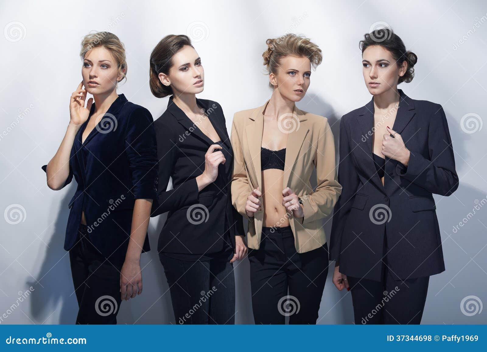 Fyra härliga flickor i modestil
