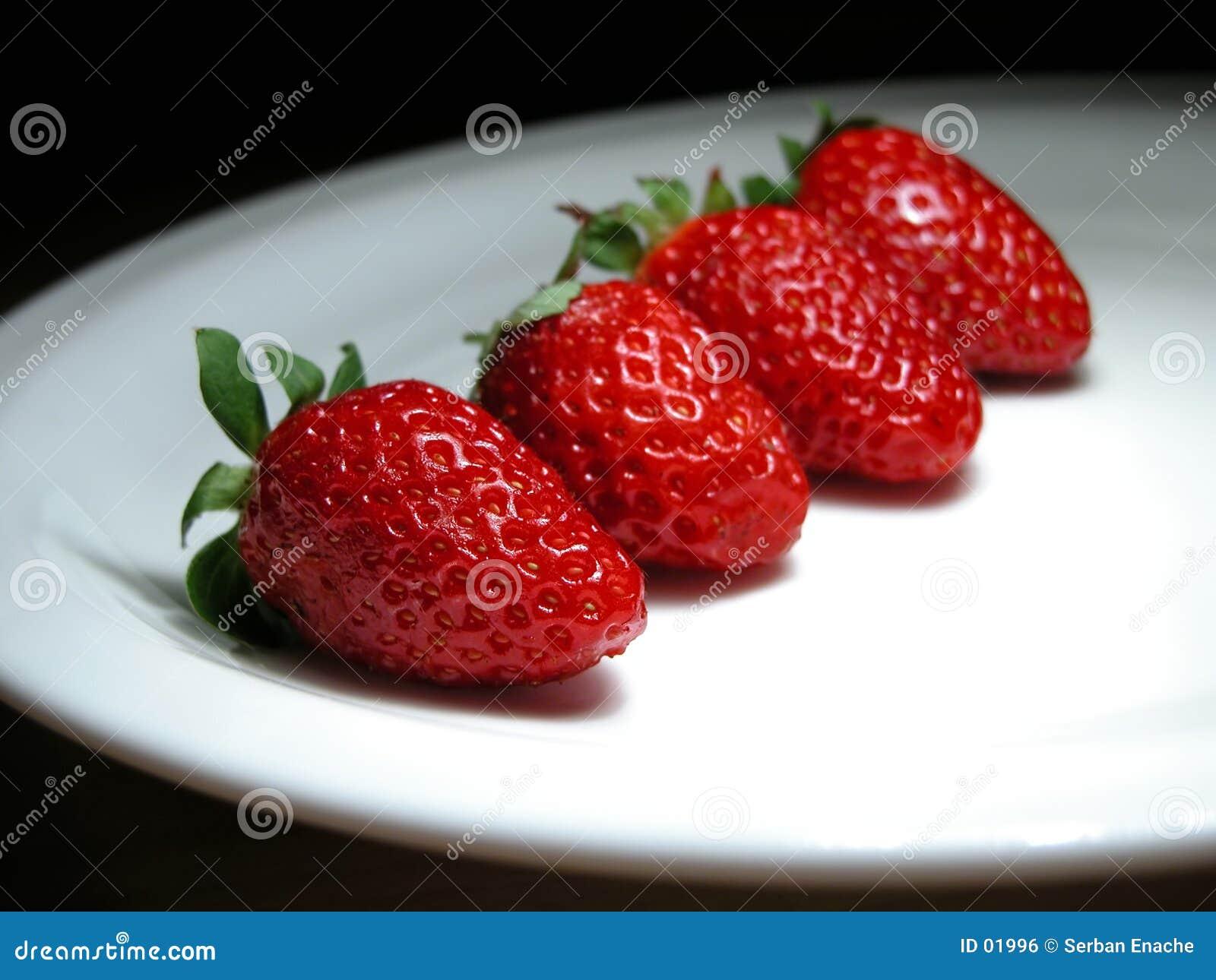Fyra jordgubbar
