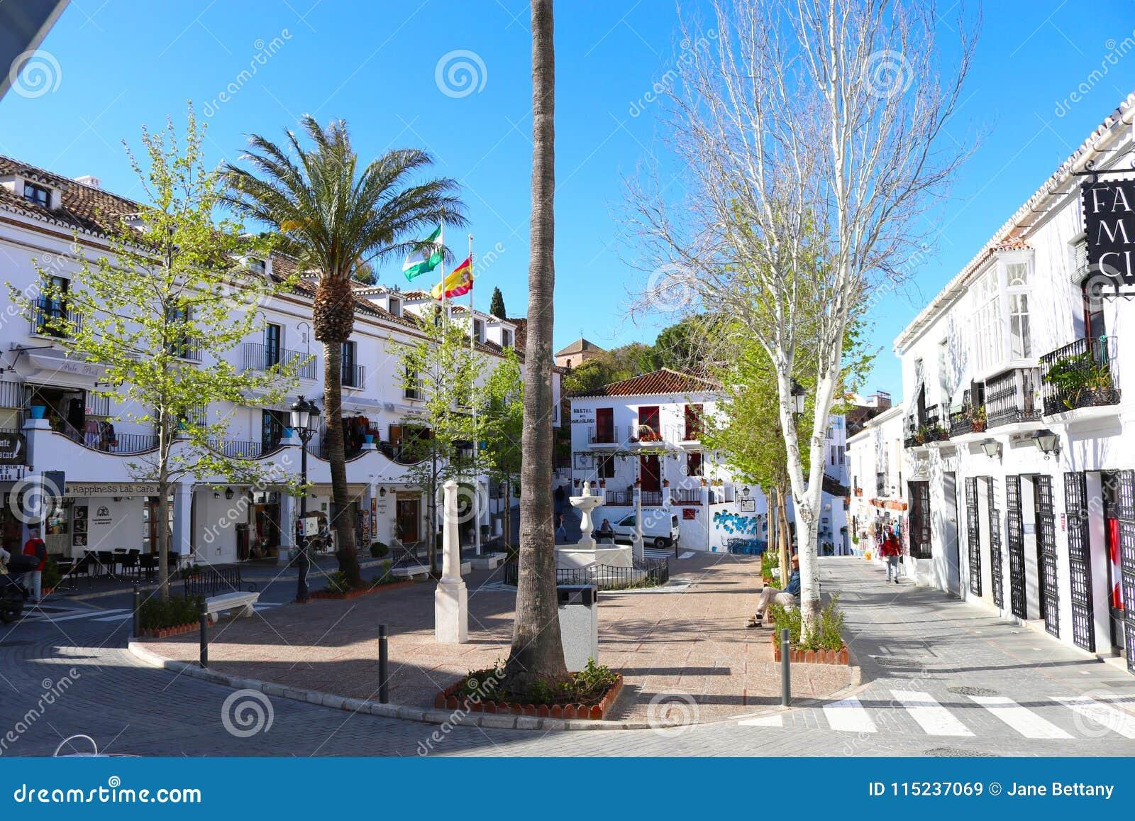 Fyrkant i den Mijas puebloen, Spanien