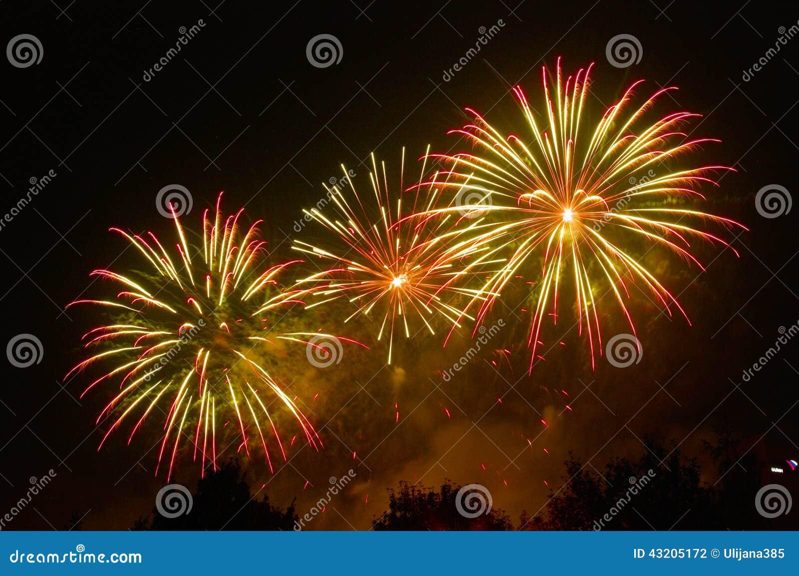 Download Fyrverkerier arkivfoto. Bild av fira, händelse, green - 43205172