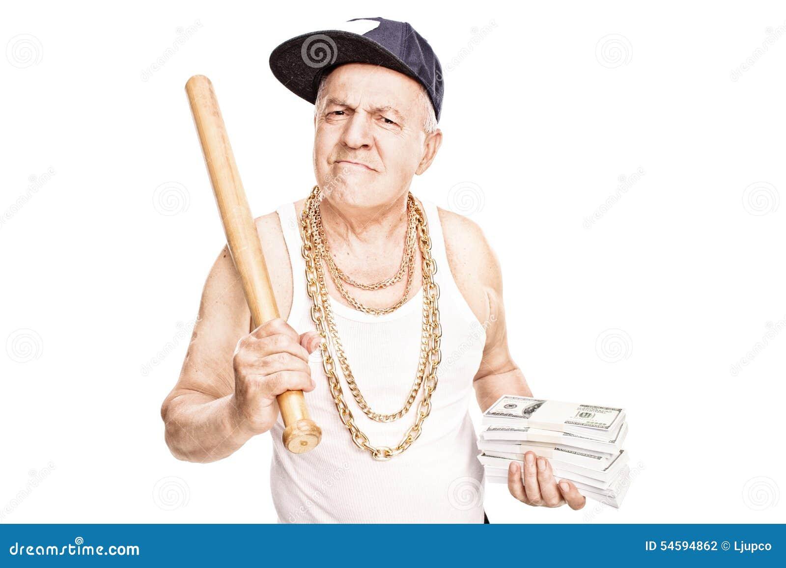 Gângster maduro que guarda um bastão e um dinheiro