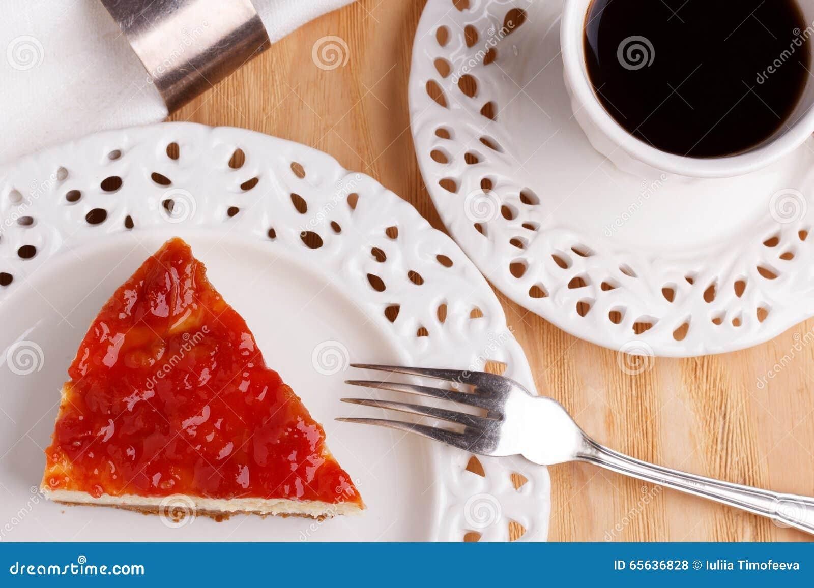 Gâteau au fromage avec la confiture de goiabada