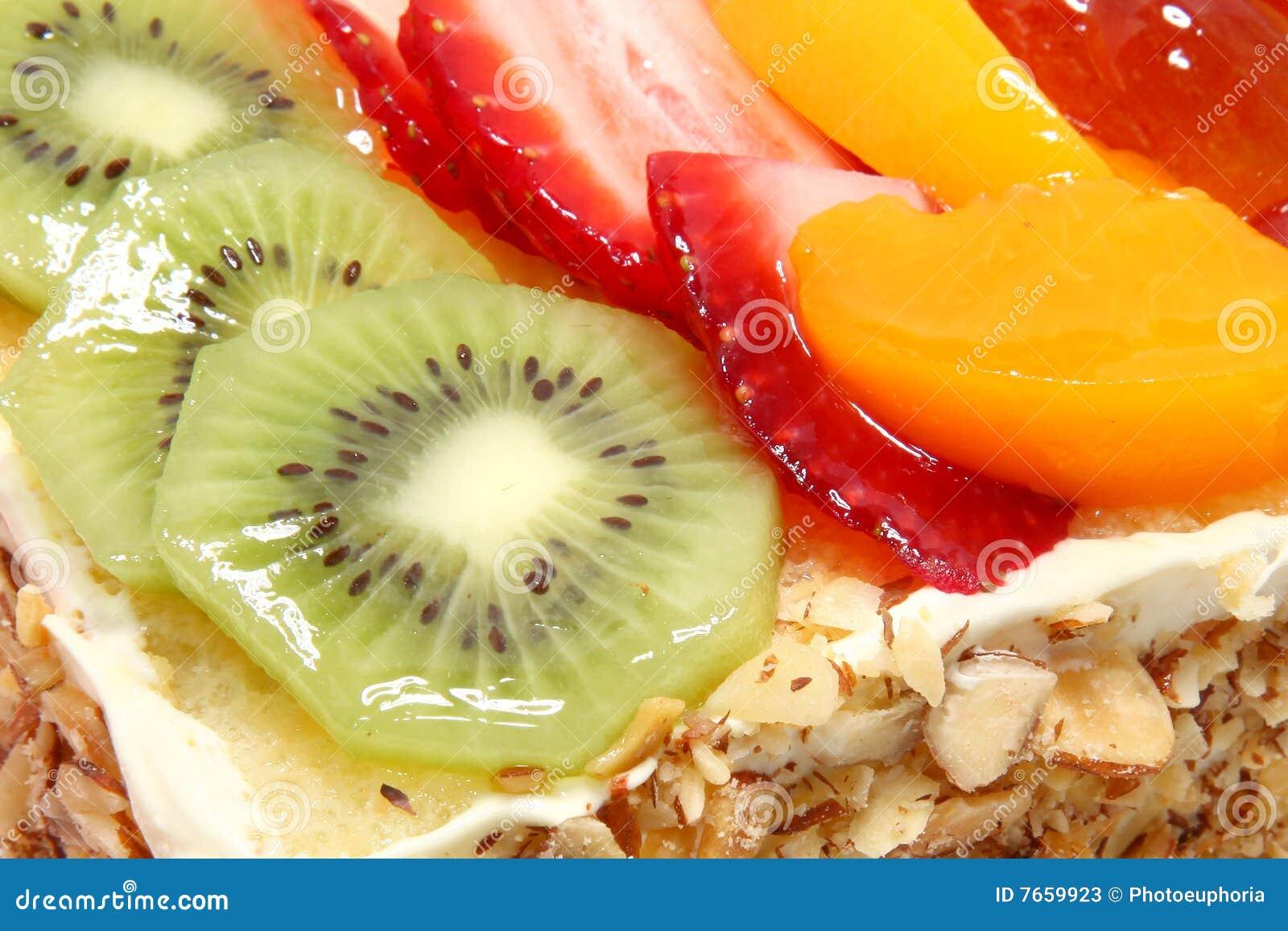 Gâteau complété par fruit glacé