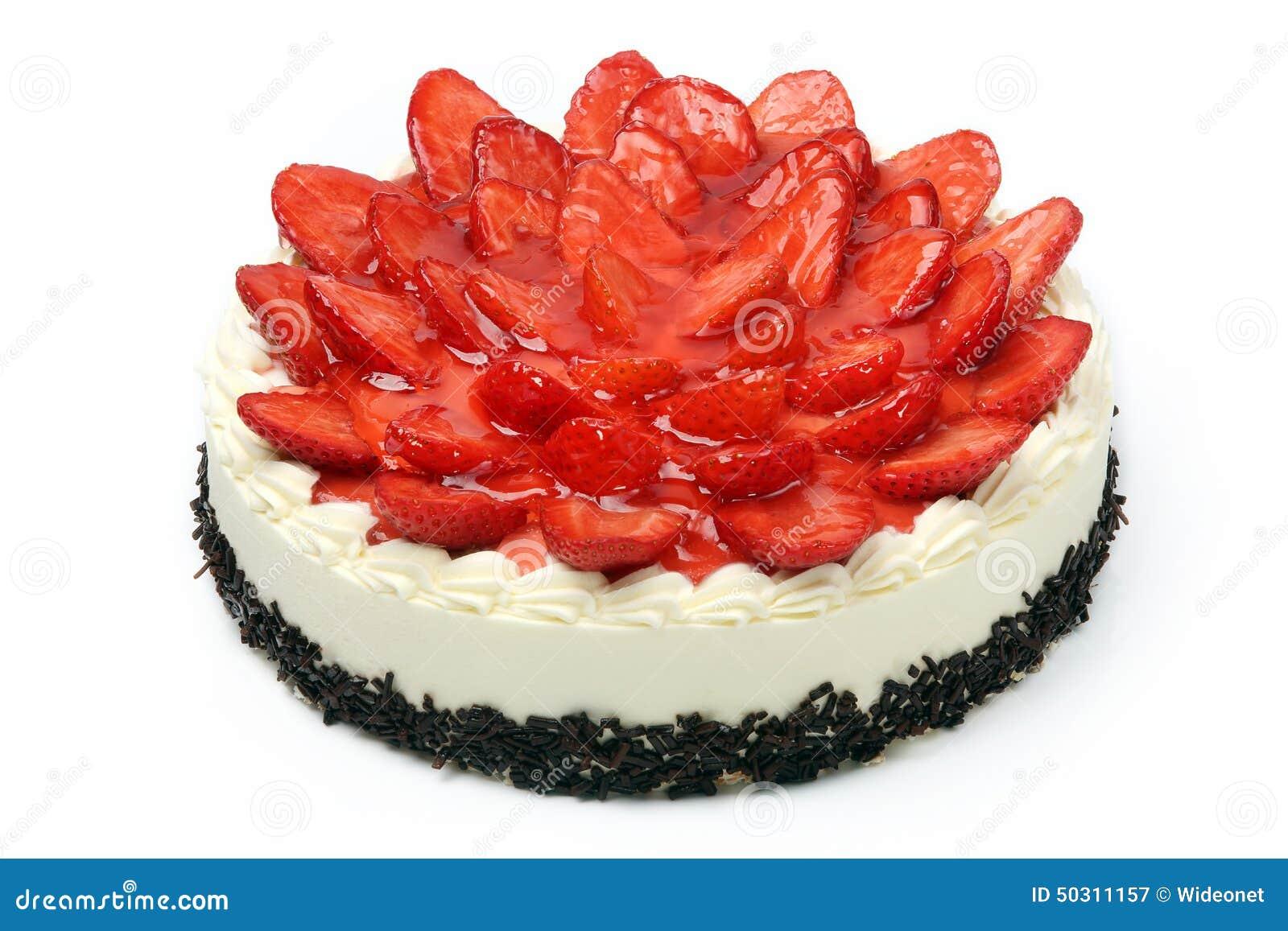 Gâteau crème avec des fraises sur le fond blanc Photographie stock libre de  droits