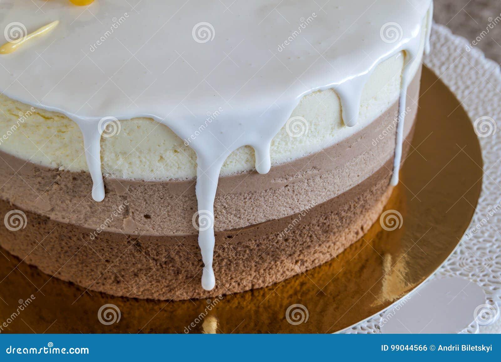 Gateau D Anniversaire Fait Maison Delicieux De Marbre De Chocolat Decore De Photo Stock Image Du Anniversaire Decore 99044566