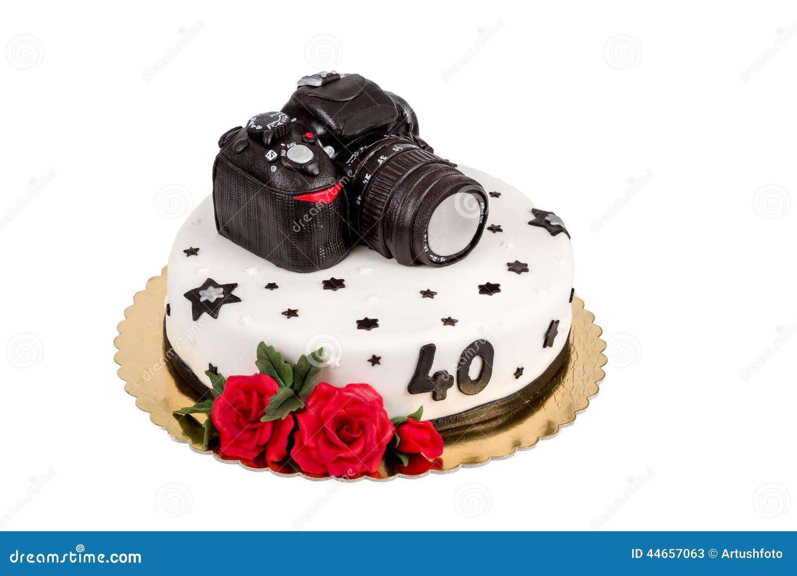 g teau d 39 anniversaire pour l 39 anniversaire quarante avec l 39 appareil photo moderne de photo de. Black Bedroom Furniture Sets. Home Design Ideas
