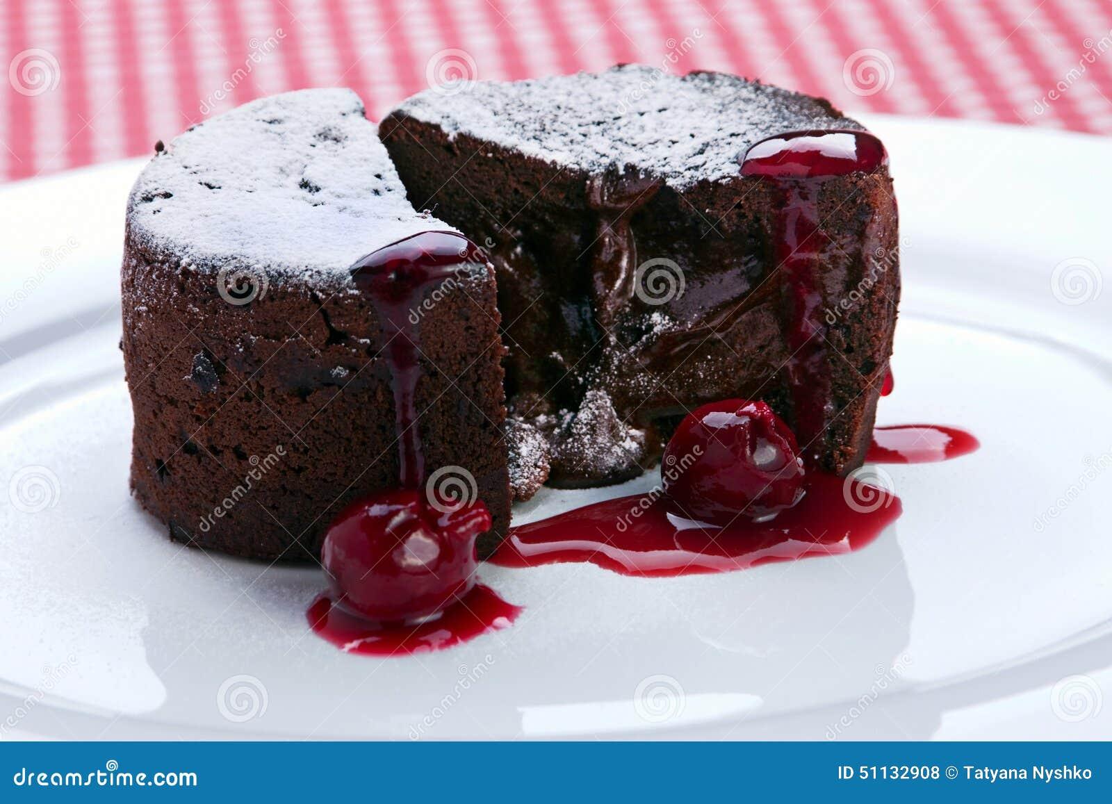 G teau de chocolat avec de la confiture de cerise photo for Dessert avec des cerises fraiches