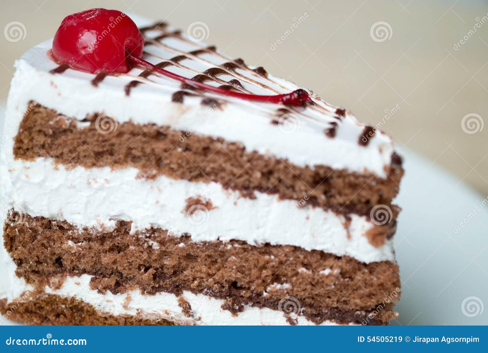 Gâteau de chocolat avec de la crème de vanille