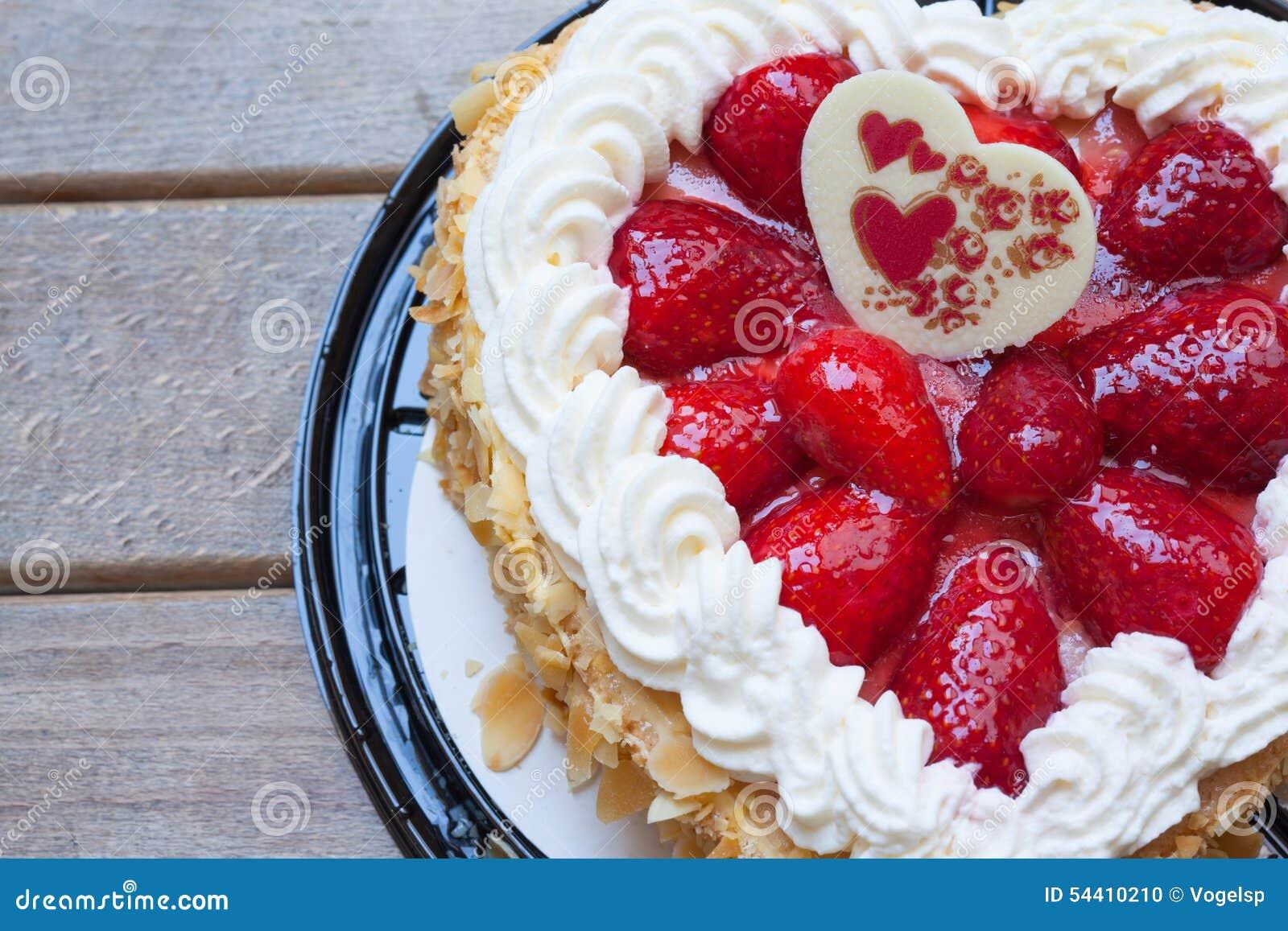 G teau de forme de coeur avec la fraise photo stock - Coeur avec des photos ...