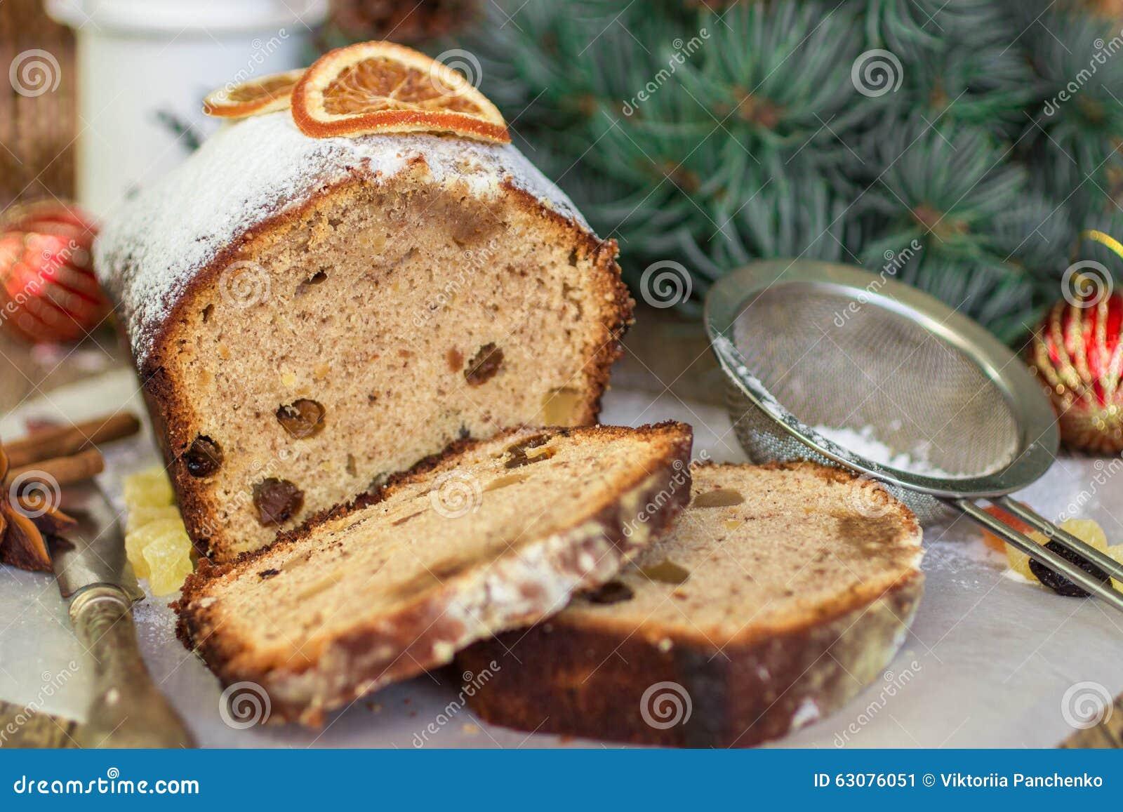 Download Gâteau De Fruits Secs Avec Des écrous, Des Raisins Secs, Le Fruit Glacé Et Des épices Gâteau épicé Traditionnel De Noël Image stock - Image du aromatique, nourriture: 63076051