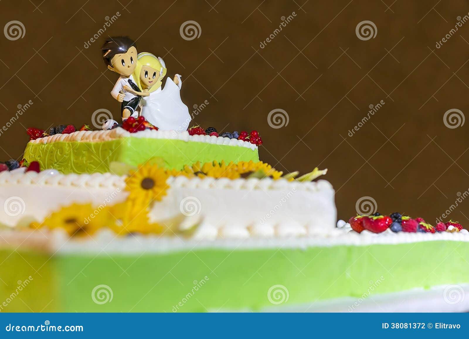 Gâteau de mariage avec des fleurs