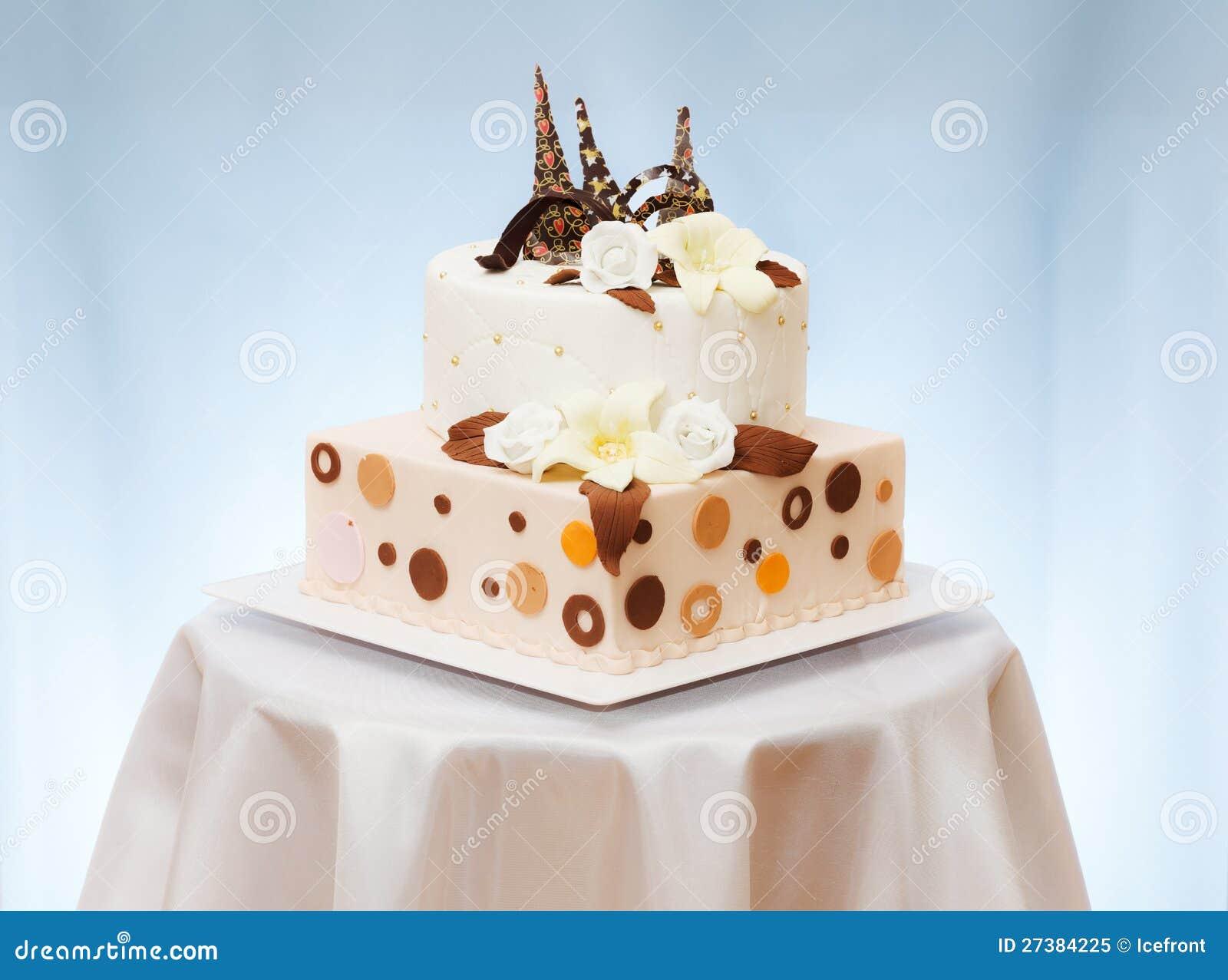 Gâteau de mariage avec la fleur
