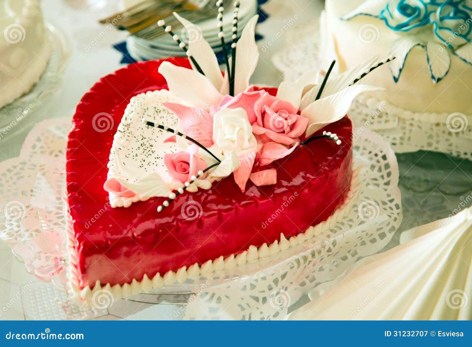Gâteau De Mariage Comme Le Coeur Photographie stock libre de droits ...