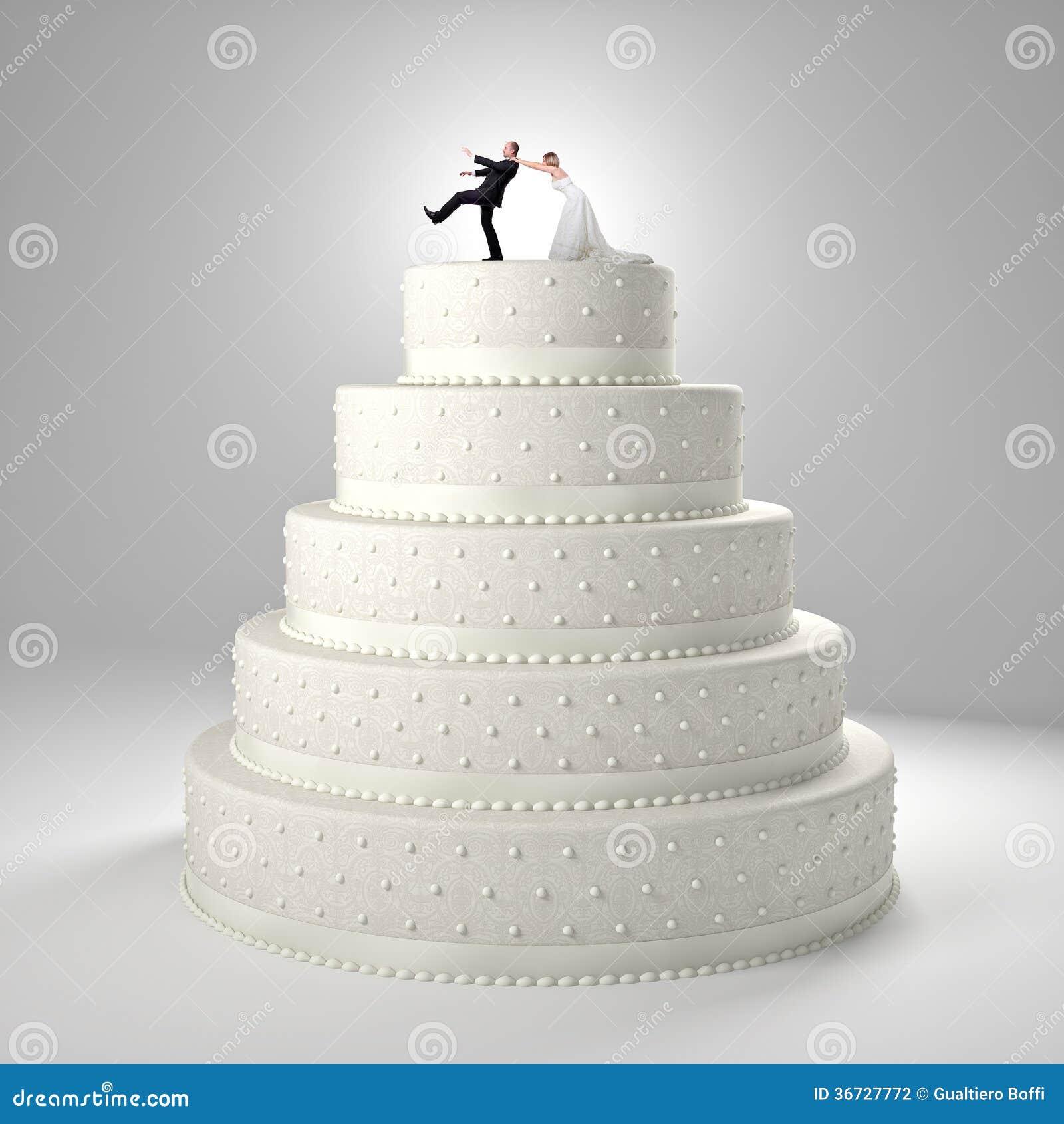 Gâteau de mariage classique avec le marié et la jeune mariée.