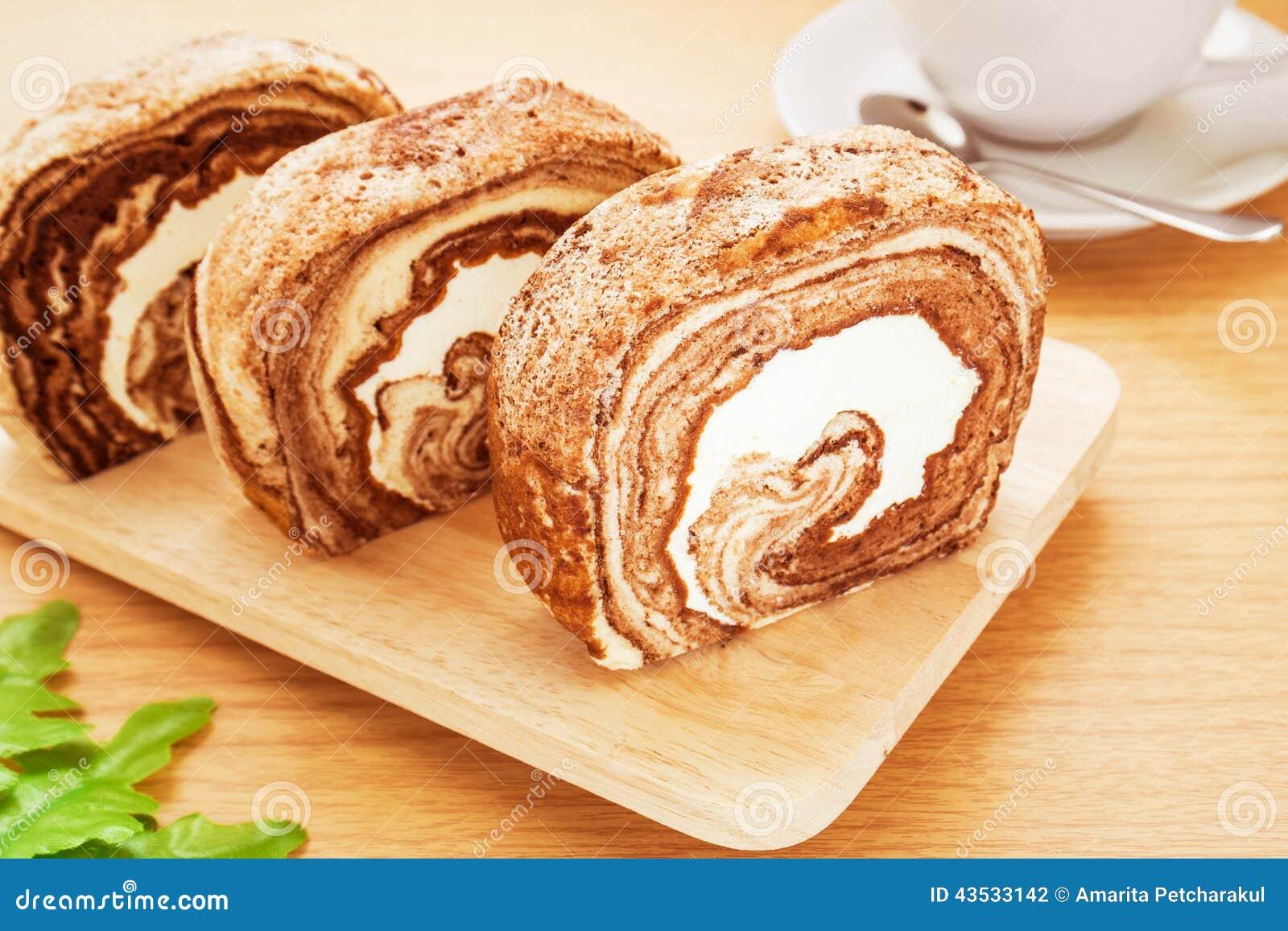 Gâteau de petit pain de chocolat et café, image filtrée