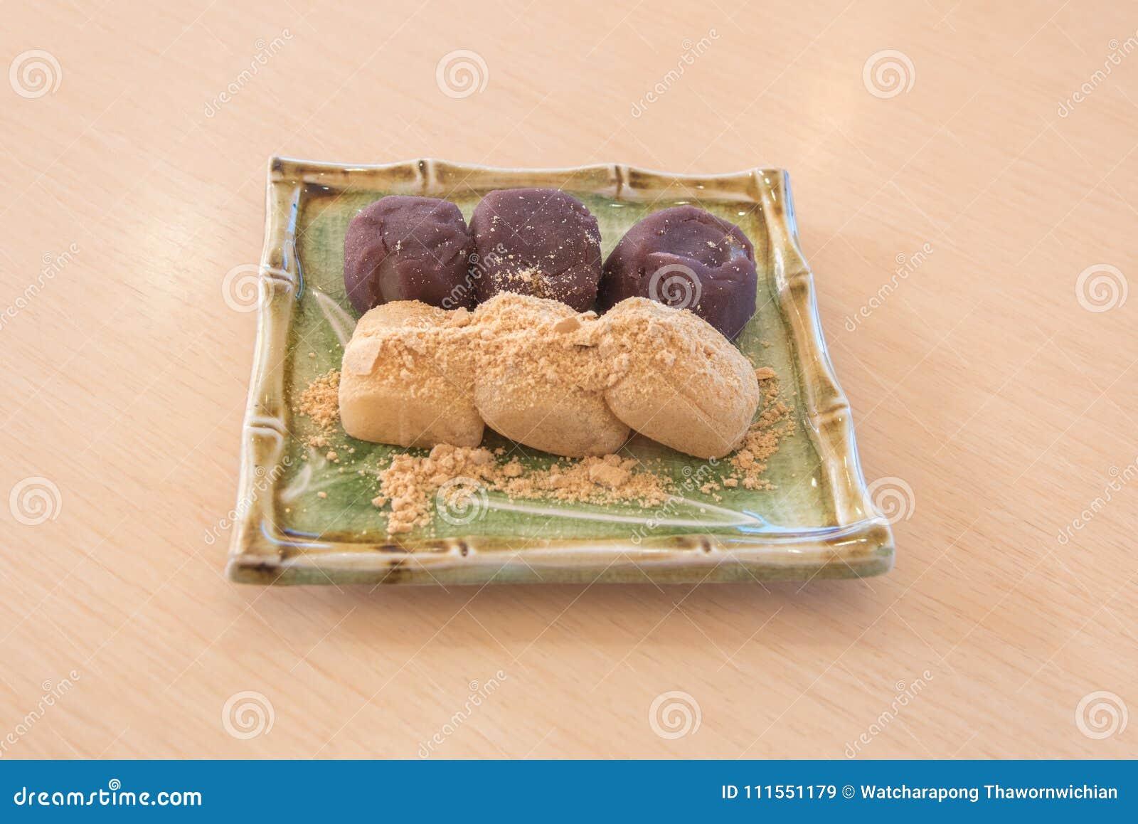 Gâteau de riz du Japon de mochi avec de la farine de soja