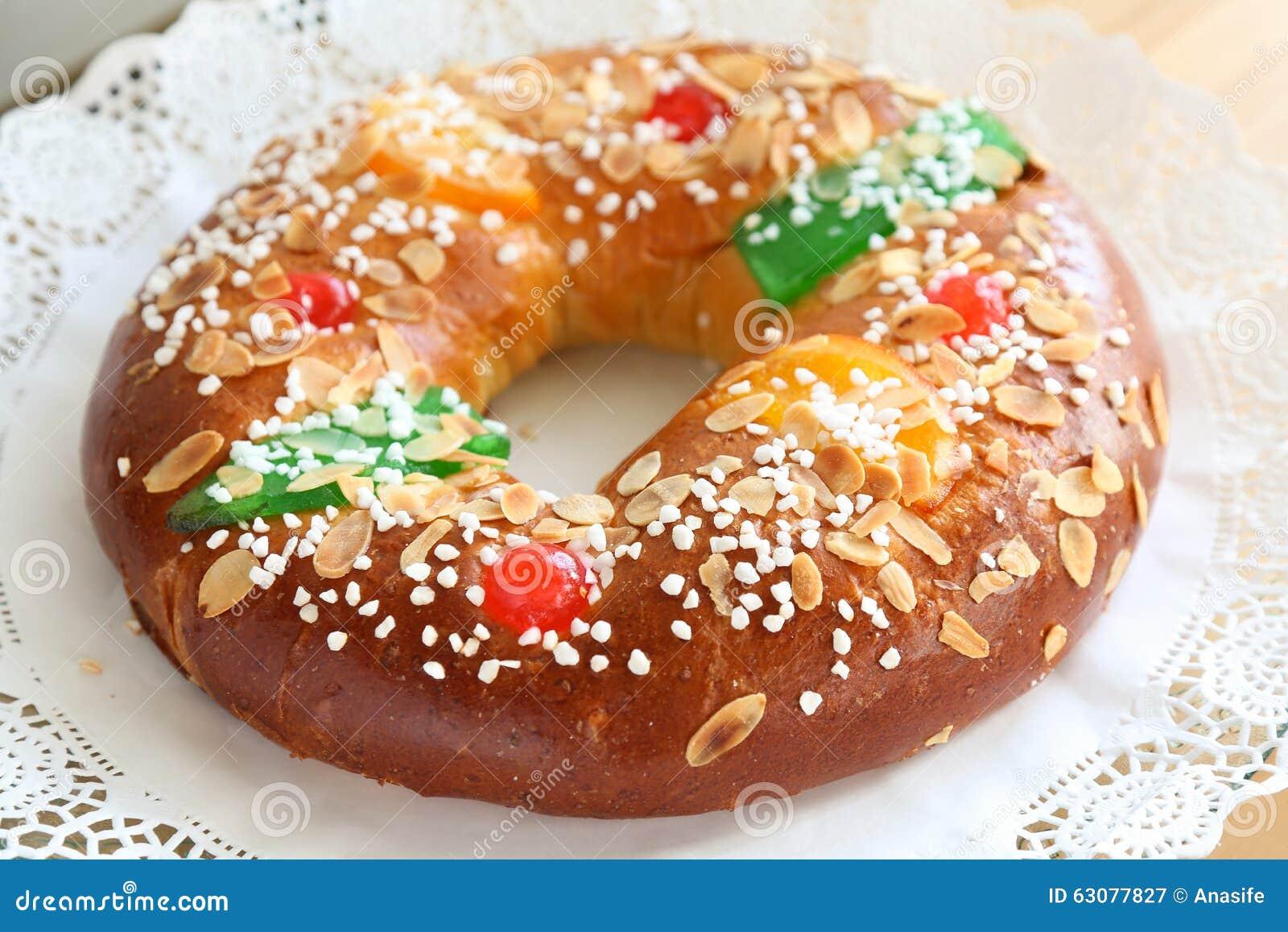 Download Gâteau de trois sages image stock. Image du dessert, hommes - 63077827