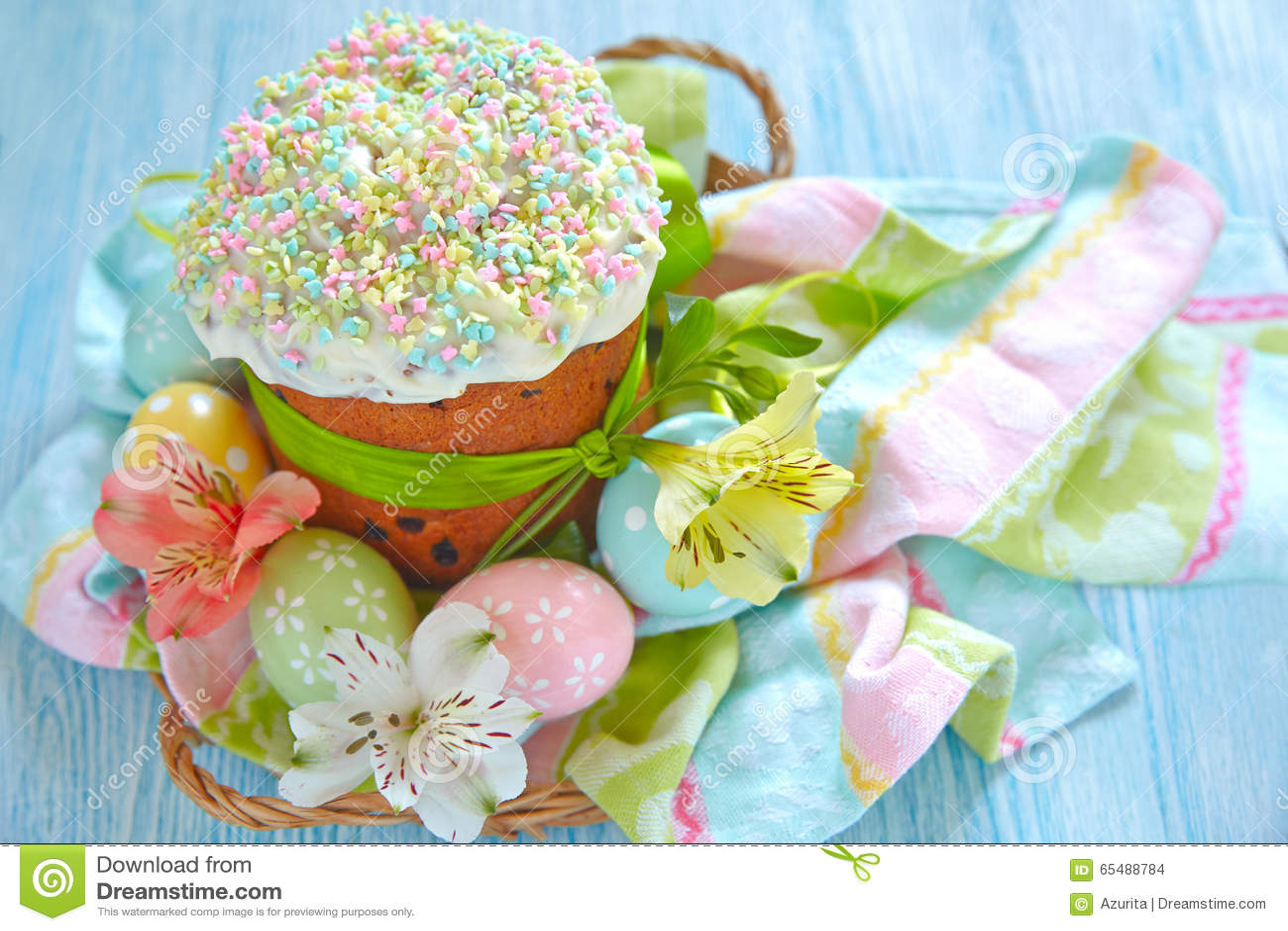 Gâteau et oeufs de Pâques