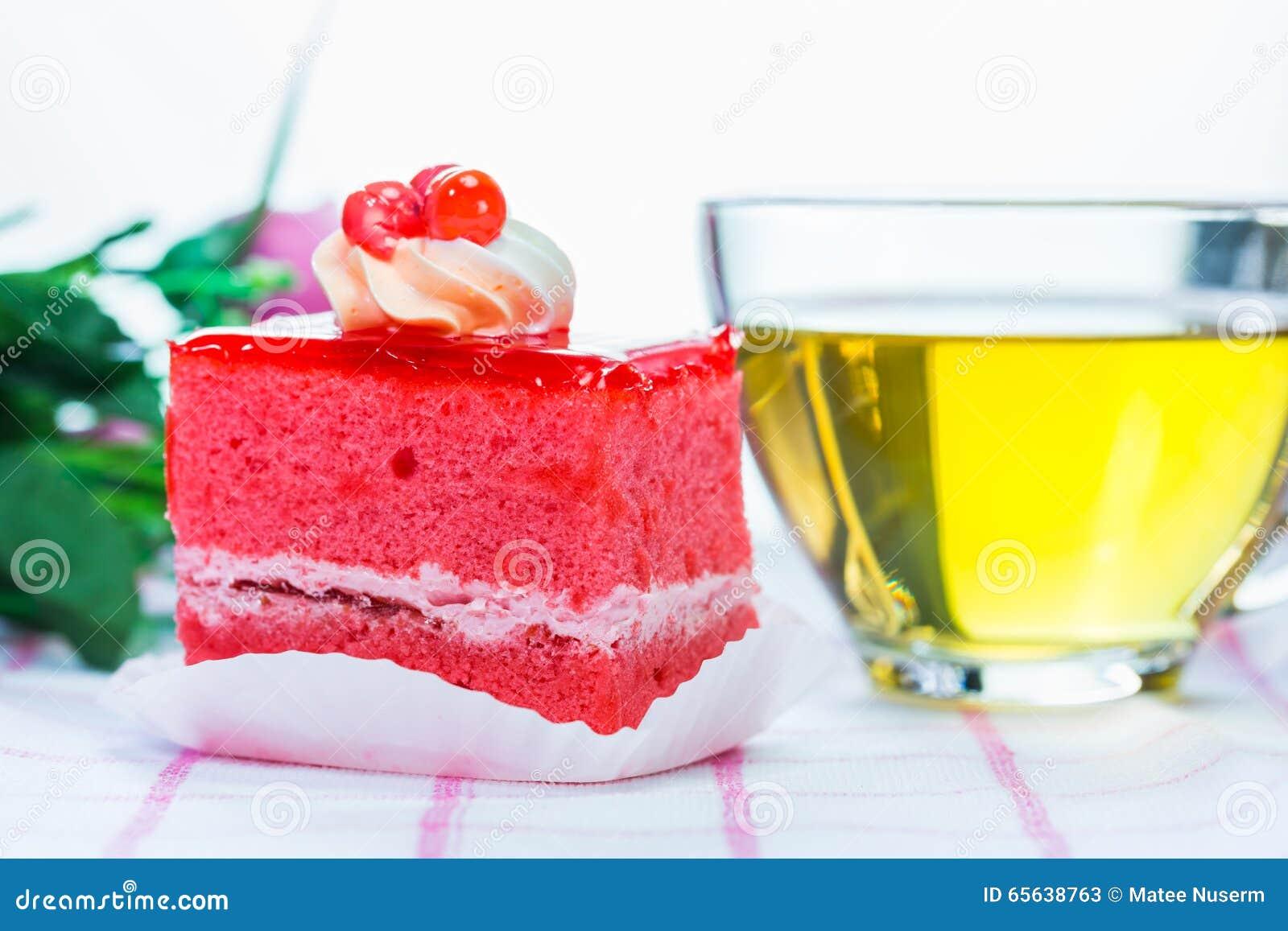 Gâteau et thé de fraise