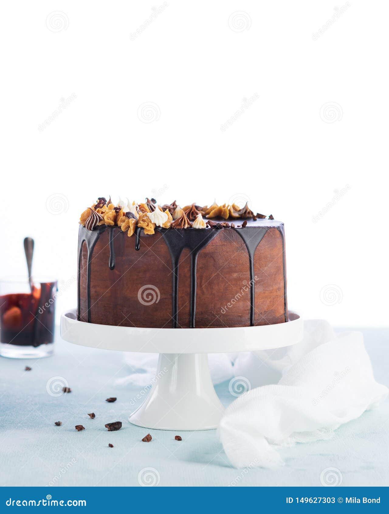 Gâteau Facile Dégouttement Danniversaire Avec Le Ganache Fondu De