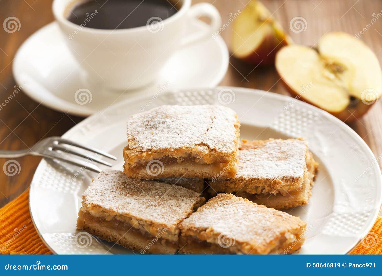 g teaux avec les pommes et le caf pour le petit d jeuner image stock image du dessert manger. Black Bedroom Furniture Sets. Home Design Ideas