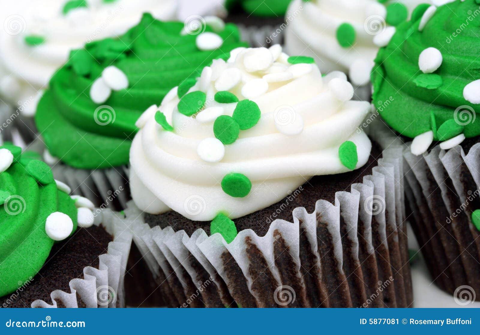 Gâteaux blancs et verts